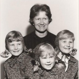Gaye-Sisters-and-Mom
